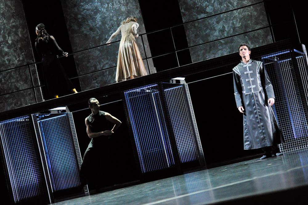 2012 Othello 002